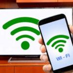 Applicazioni e metodi infallibili per guardare il cellulare in TV